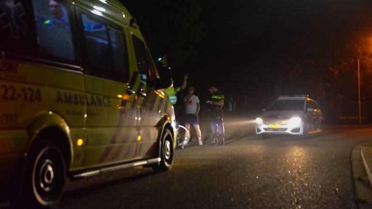 De politie onderzoekt wat de aanleiding was voor het lastigvallen van de fietsers (foto: Walter van Bussel/SQ Vision).