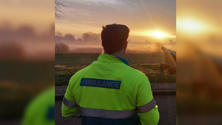 Roy is Medisch Hulpverlener op de ambulance (Foto: Roy van Oorschot).