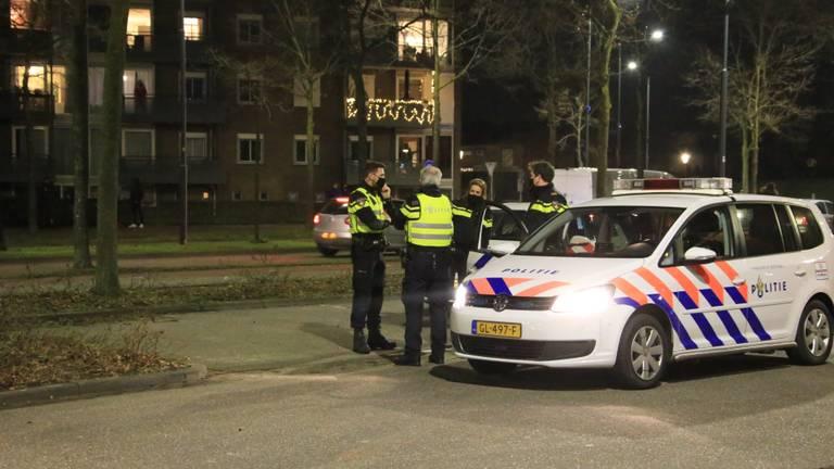 Politie ter plaatse rond sportpark de Braak. (Foto: Harrie Grijseels / SQ Vision).