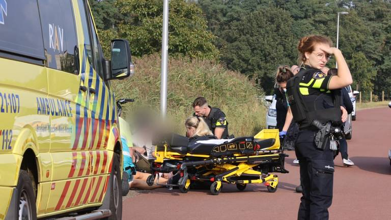 Politie en ambulance waren snel ter plekke (foto: Bart Meesters/SQ Vision Mediaprodukties).