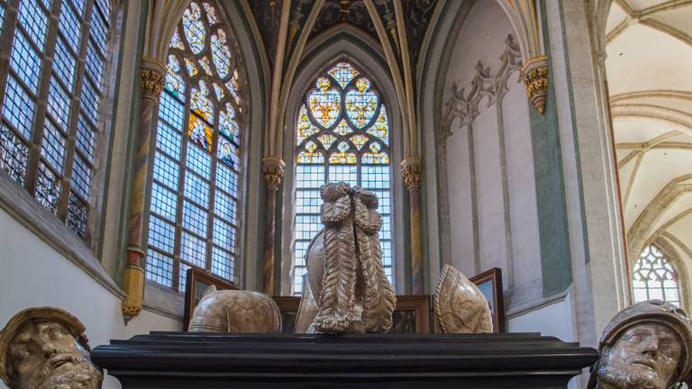 Het grafmonument van Graaf Engelbrecht in de Prinsenkapel (foto: Jan Korebrits).