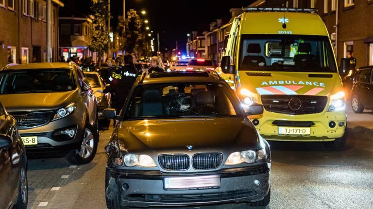 Kogelgat in een BMW met Belgische kenteken. (foto: Jack Brekelmans/SQ Vision Mediaprodukties)