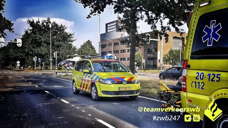 Verschillende hulpdiensten werden opgeroepen (foto: Twitter Team Verkeer Zeeland-West-Brabant).