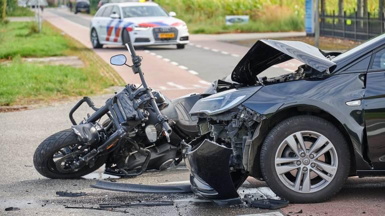 De wagen werd zwaar beschadigd (foto: Tom van der Put/SQ Vision Mediaprodukties).