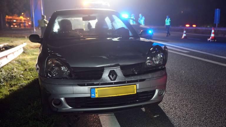 Om de beschadigde auto's van de weg te halen werd de A2 bij Maarheeze na de botsing een uur lang afgesloten (foto: WdG/SQ Vision).