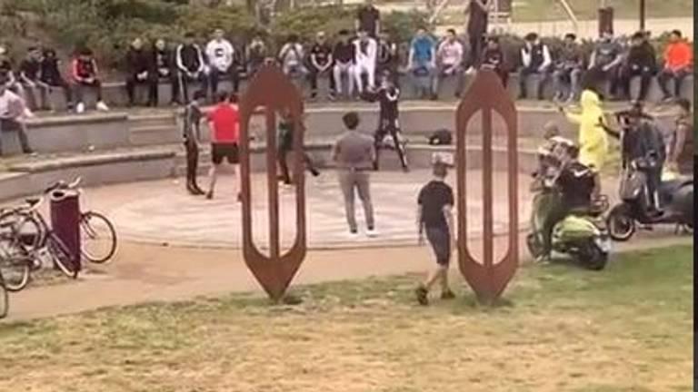 Jongeren in het park in Helmond