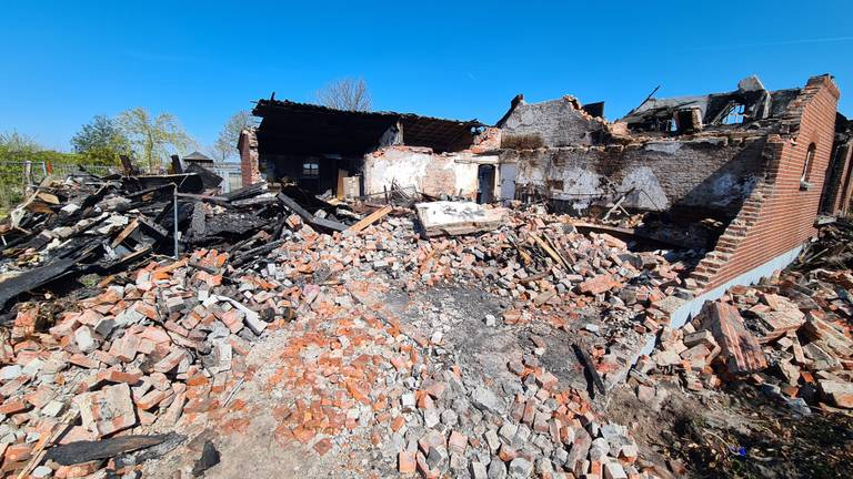 De afgebrande woning (foto: Noël van Hooft).