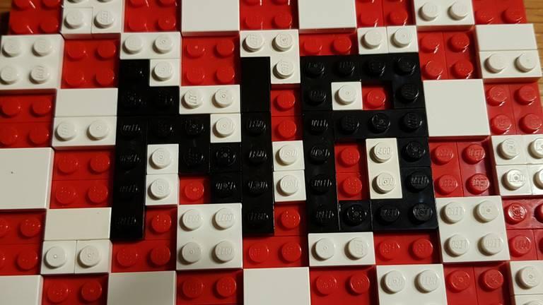 In een overzicht met Brabantse LEGO-creaties mag de Brabantse vlag, gemaakt door Simone van Dongen, natuurlijk niet ontbreken.