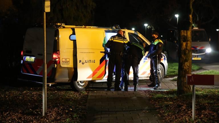 De politie is bezig met een arrestatie (foto: Christian Traets/SQ Vision Mediapriodukties).