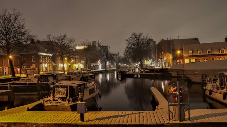 De haven in Veghel ligt er winters vredig bij (foto: Stan Pitters).