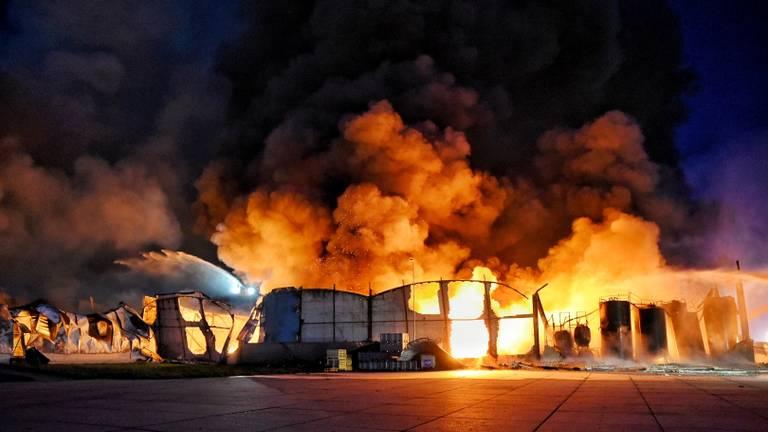 De brand in 2019 op industrieterrein Kraaiven (foto:Toby de Kort/De Kort Media