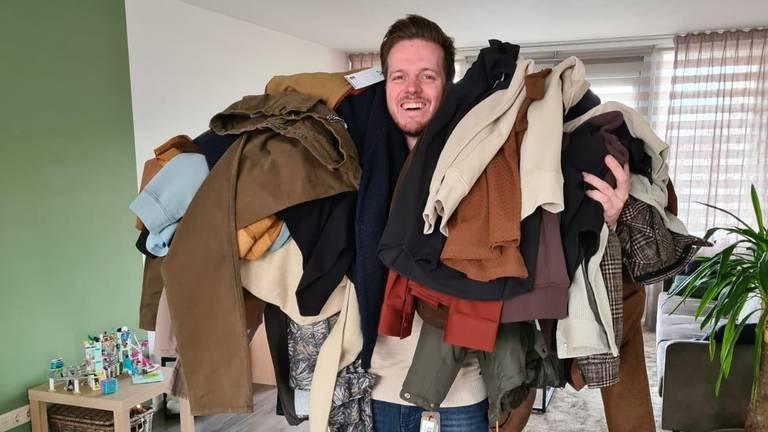 Jurgen kreeg niet alleen geld via de actie, maar ook een berg kleding. (Foto: Rosemarijn Haima)