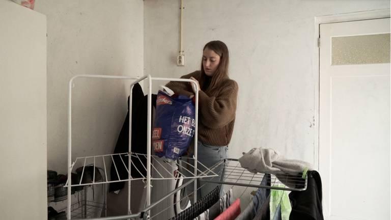 In een jaar tijd moest Amber keer op keer verhuizen (beeld: Pippi Dijkstra)