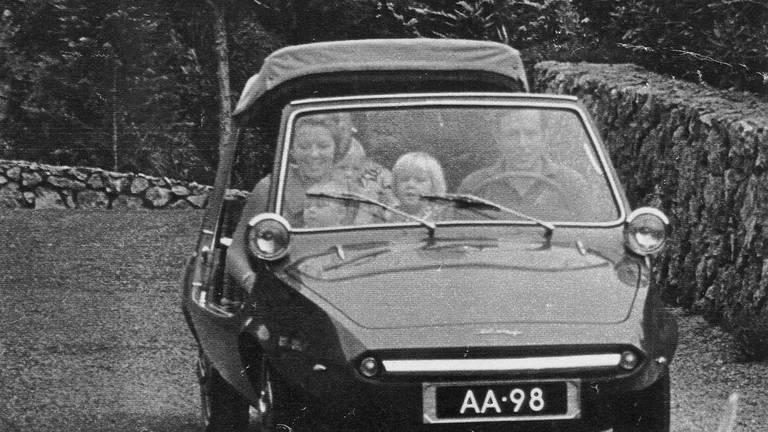 Koning Willem-Alexander kent de DAF Kini nog van het vakantieverblijf in Italië.