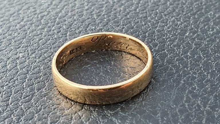 Rens vond deze ring in Eindhoven.