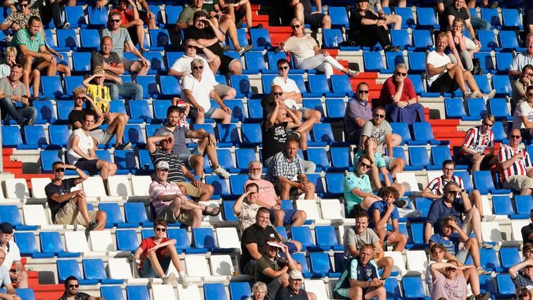 Voetbaldirecteur wil snel gevaccineerde supporters op de tribune (archieffoto: ANP / Roy Lazet)