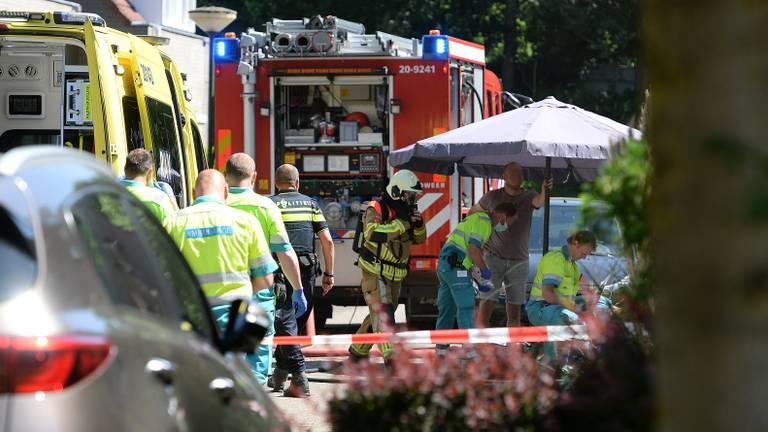 Politie, brandweer en ambulancepersoneel in de weer in Hilvarenbeek (foto: Nick van Hees).