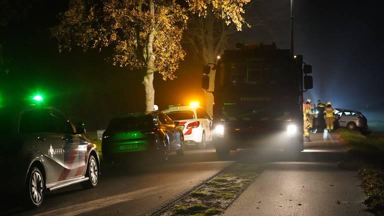 Verschillende hulpdiensten werden opgeroepen na het ongeluk in Ulicoten (foto: Jeroen Stuve/SQ Vision).