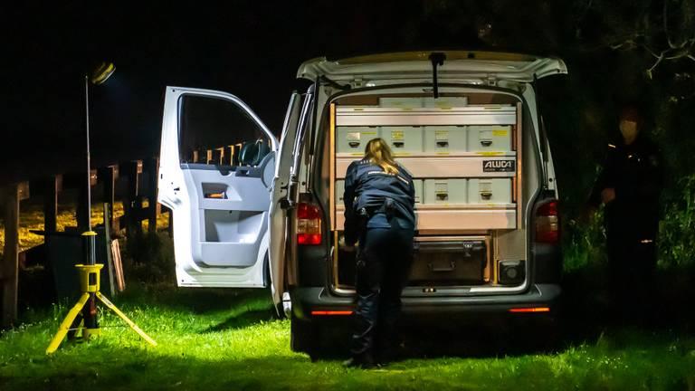 Aan de Westakker zoch de politie naar de dader (foto: Iwan van Dun / SQ Vision).