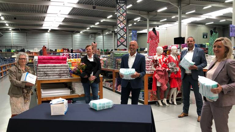 Tilburgs textielbedrijf geeft 100.000 mondkapjes cadeau aan zorginstellingen (Foto: Imke van de Laar)