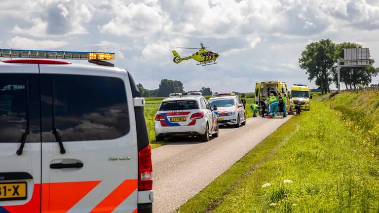 Veel hulp voor een man die met een elektrische fiets was gevallen (foto: Christian Traets/SQ Vision Mediaprodukties).