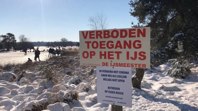 Het ijs van De Flaes is verboden toegang.
