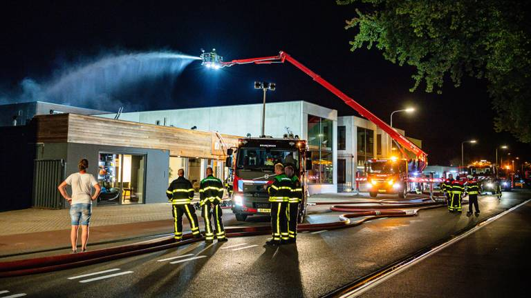 De brandweer in actie (foto: Jack Brekelmans/SQ Vision Mediaprodukties).