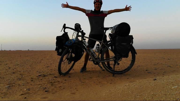 Niels tijdens zijn ellenlange fietstocht.