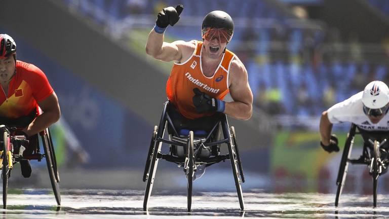 Kenny van Weeghel won goud in Rio op de 400m