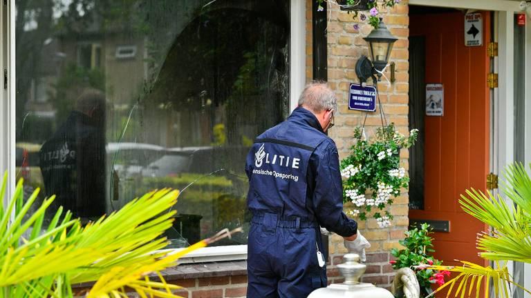 De politie is zaterdag nog bezig met onderzoek (foto: Rico Vogels).