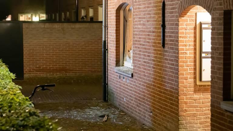 Een ravage na de explosie (foto: Iwan van Dun / SQ Vision).