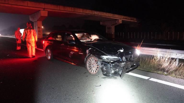 De vier auto's liepen bij de botsing op de A2 bij Maarheeze aanzienlijke schade op (foto: WdG/SQ Vision).