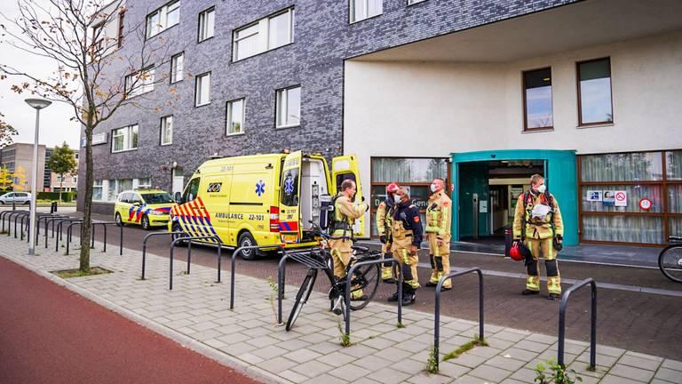 De vrouw werd met een ambulance weggebracht (Foto: Sem van Rijssel/SQ Vision).