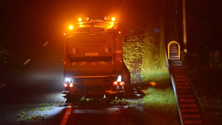De opruimwerkzaamheden duurden tot diep in de nacht (foto: Perry Roovers/SQ Vision).