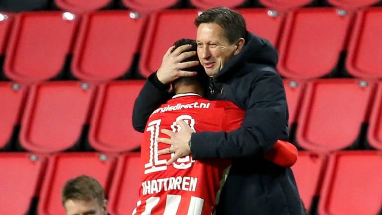Mohamed Ihattaren en PSV-trainer Roger Schmidt in betere tijden (foto: Orange Pictures).