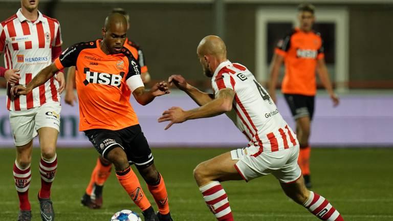 TOP Oss nam het op tegen Volendam (foto: OrangePictures).