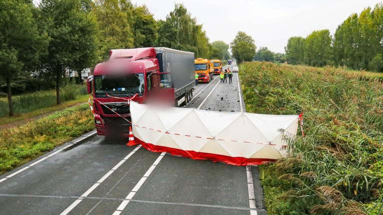 Het ongeluk gebeurde op de N279, vlakbij Veghel (foto: Harrie Grijseels/SQ Vision).