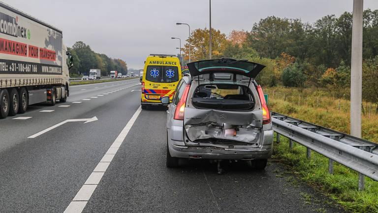 Hoe het ongeluk op de A67 bij Asten kon gebeuren, wordt onderzocht (foto: Harrie Grijseels/SQ Vision).