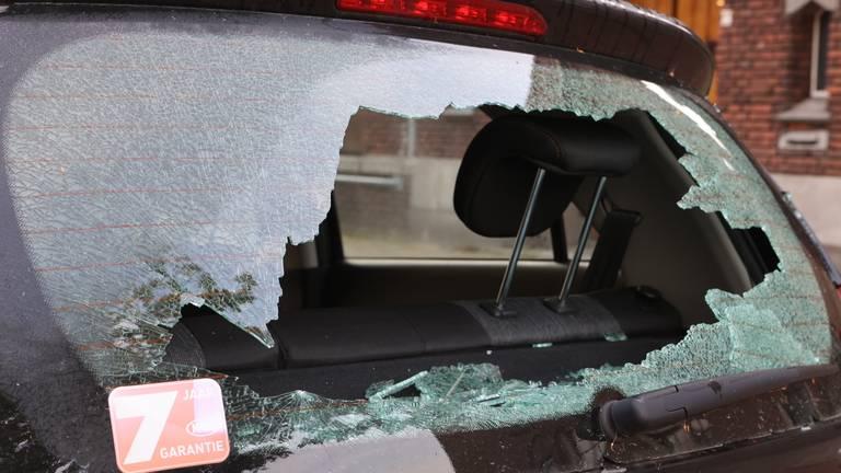 Een van de beschadigde auto's (foto: Bart Meesters / SQ Vision).