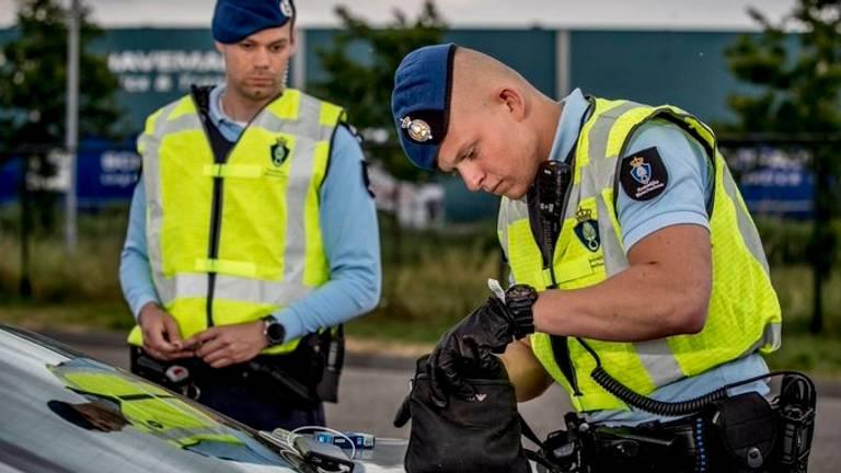 Wellicht vanaf vrijdag meer werk aan de winkel langs de grenzen met België voor de Koninklijke Marechaussee (foto: Facebook).