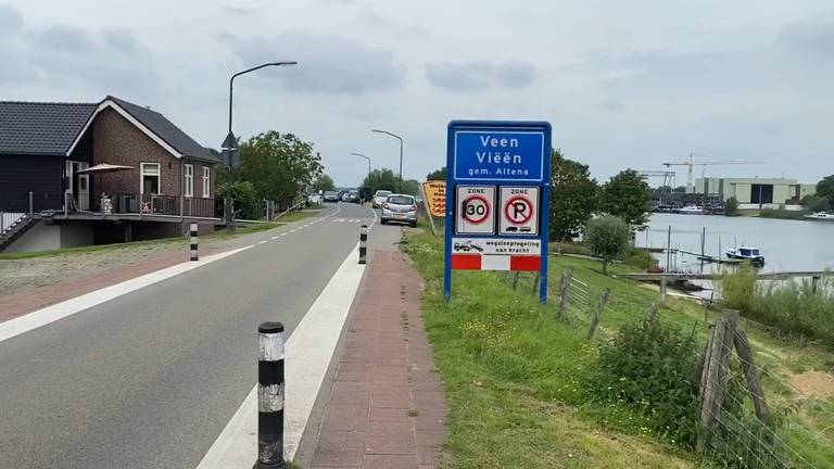 De Maasdijk in Veen.
