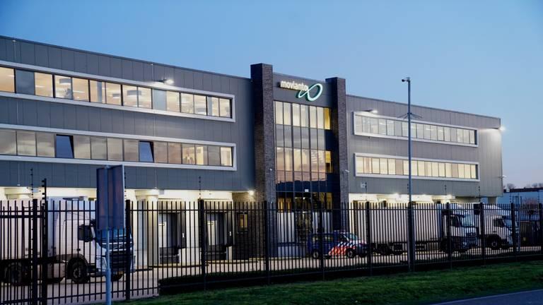 Het bedrijf Movianto in Oss, waar alle Nederlandse coronavaccins worden opgeslagen (foto: Gabor Heeres/SQ Vision)