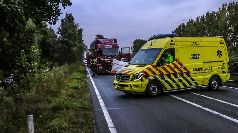 Het ongeluk op de N279 bij Veghel gebeurde rond kwart voor acht zaterdagochtend (foto: Harrie Grijseels/SQ Vision).