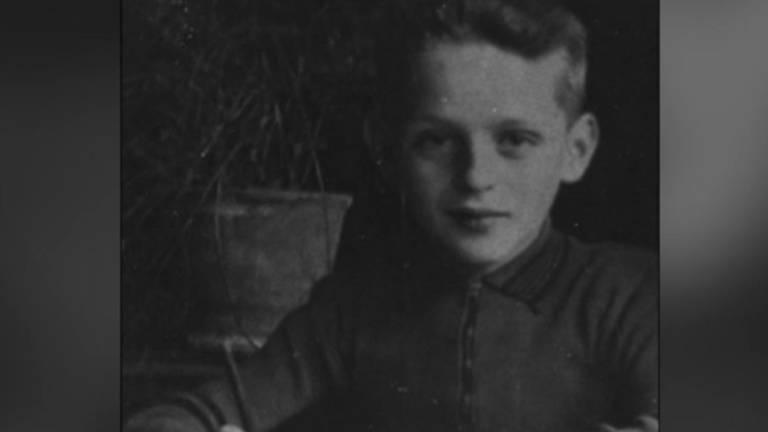 Een verdwaalde Nederlandse kogel treft de 12-jarige Nico van Vught.