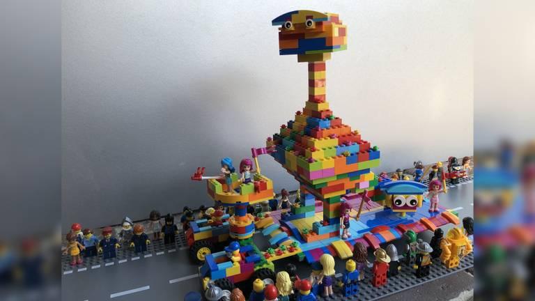 Uiteraard mag ook een carnavalsoptocht niet ontbreken. Deze LEGO-carnavalswagen is gemaakt door Cas van Dingenen.