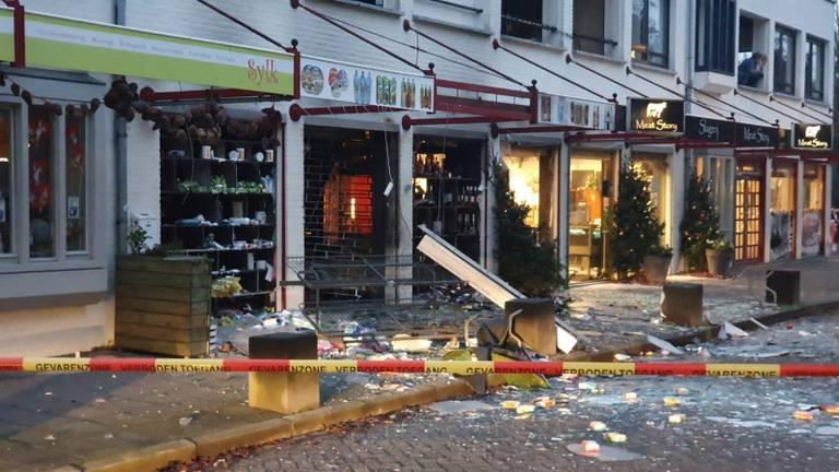 De ravage die het explosief aanrichtte (foto: Collin Beijk).