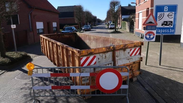 Een door corona gesloten grensovergang tussen Nederland en België.
