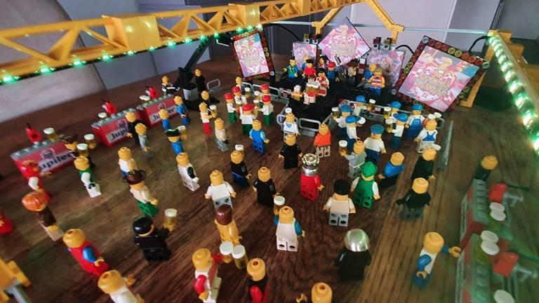 Wie carnaval zegt, zegt ook 3 Uurkes Vurraf! De zaal werd nagebouwd door Emiel Groenendijk.