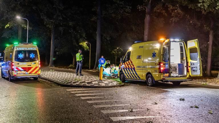 Het ongeluk in de Sweelincklaan in Tilburg gebeurde rond zes uur zondagochtend (foto: Jack Brekelmans/SQ Vision).