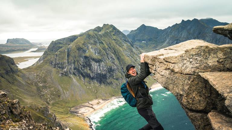 Sven bij Ryten Mountain in Noorwegen (foto: Facebook Rafiki on Tour).